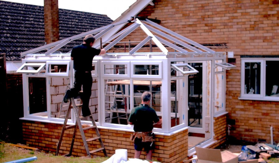 windows-fitting-on-a-conservatory
